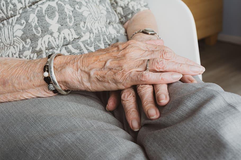 Brigada voluntaria de ayuda a mayores de 65 años